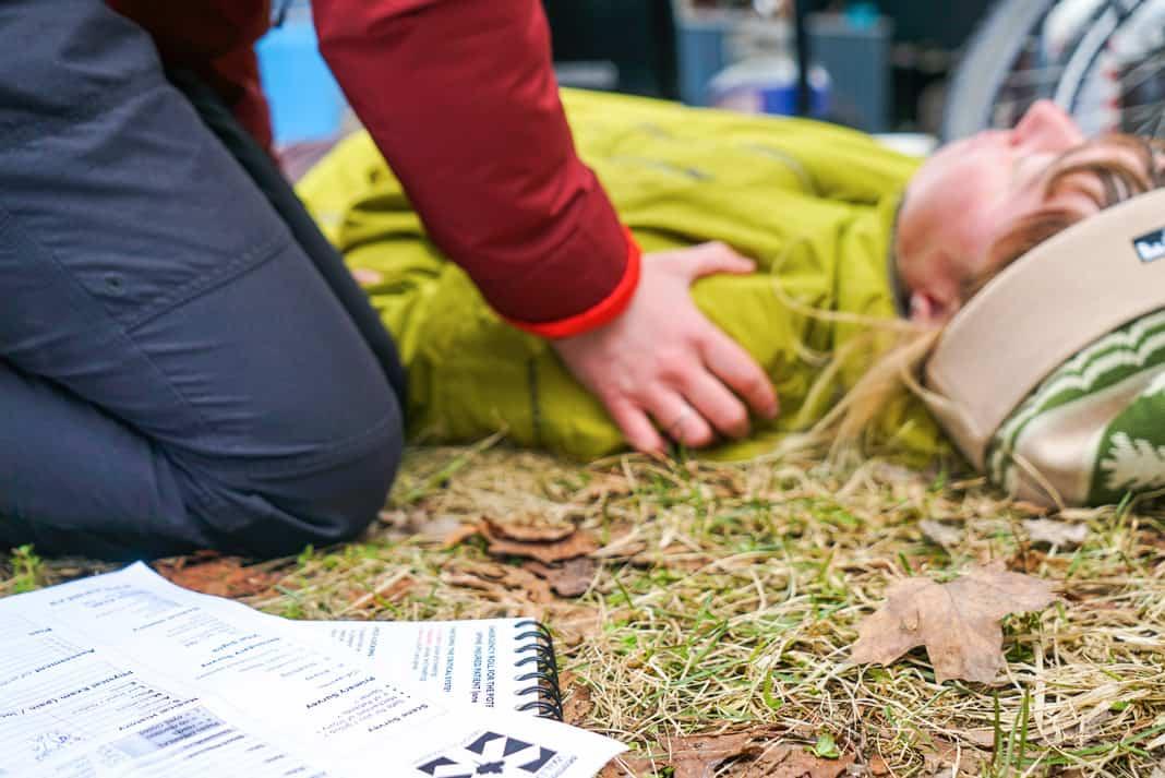 people performing CPR